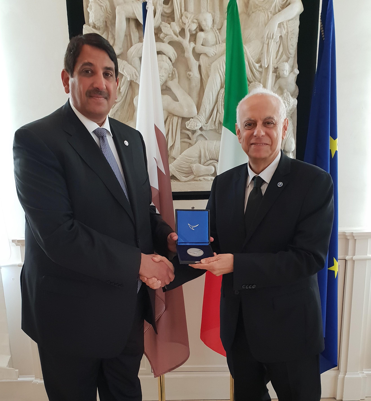 قائد إدارة الأمن والاستخبارات الإيطالي يجتمع مع سفير دولة قطر
