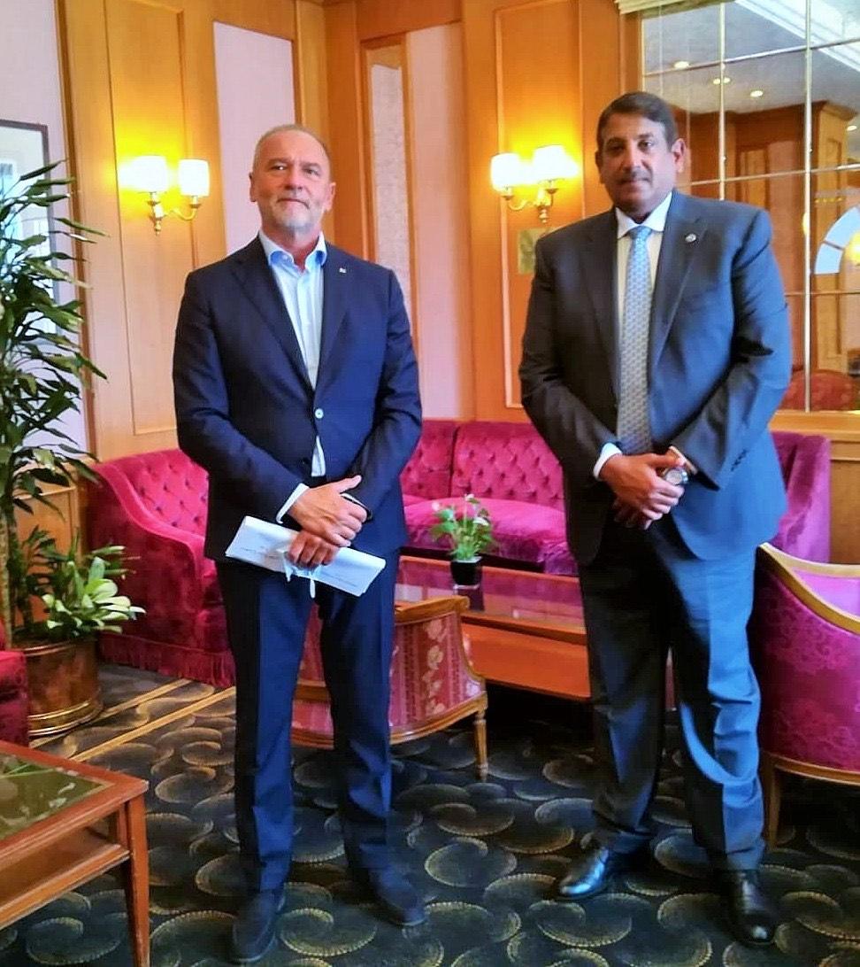 مسؤول إيطالي يجتمع مع سفير دولة قطر