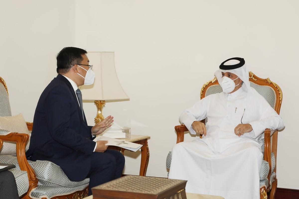 وزير الدولة للشؤون الخارجية يجتمع مع السفير الصيني