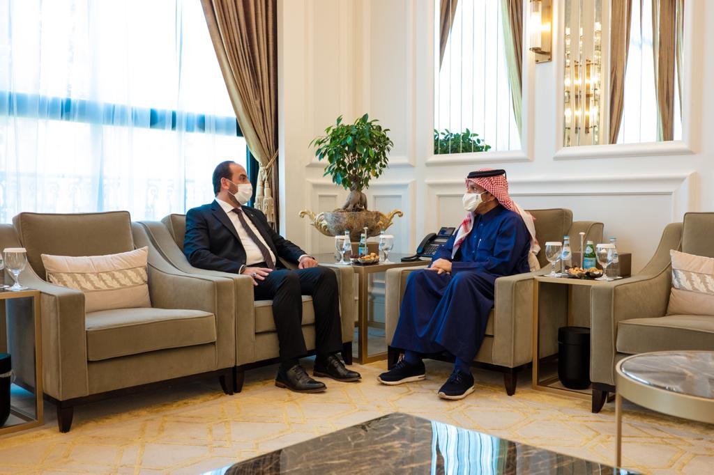 نائب رئيس مجلس الوزراء وزير الخارجية يجتمع مع رئيس الائتلاف الوطني السوري