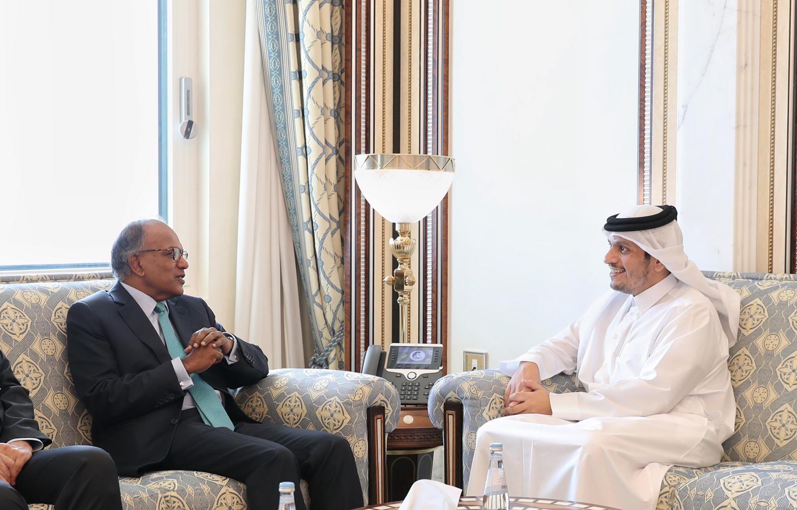 نائب رئيس مجلس الوزراء وزير الخارجية يجتمع مع وزير الشؤون الداخلية والقانون السنغافوري