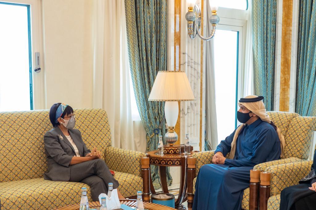 نائب رئيس مجلس الوزراء وزير الخارجية يجتمع مع وزيرة الشؤون الخارجية الإندونيسية