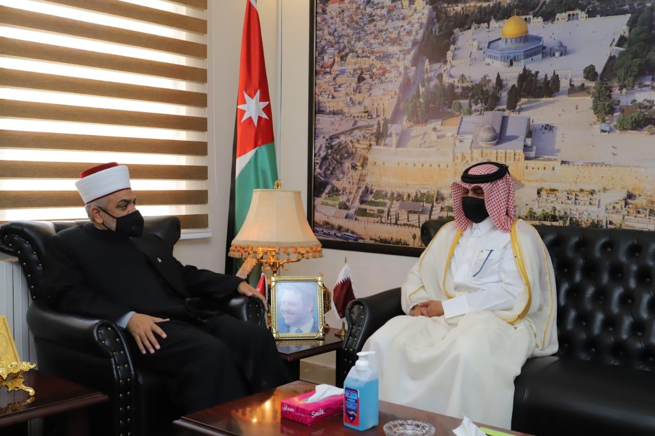 وزير الأوقاف والشؤون والمقدسات الإسلامية الأردني يجتمع مع سفير دولة قطر