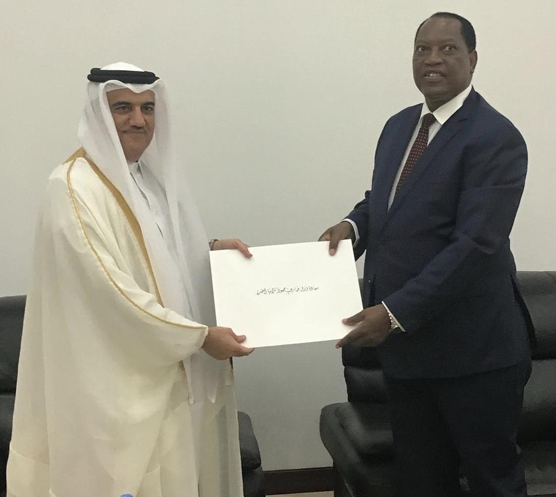 وزير الخارجية التنزاني يتسلم نسخة من أوراق اعتماد سفير دولة قطر