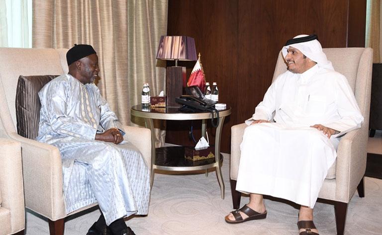 سمو الأمير يتلقى رسالة من رئيس غامبيا