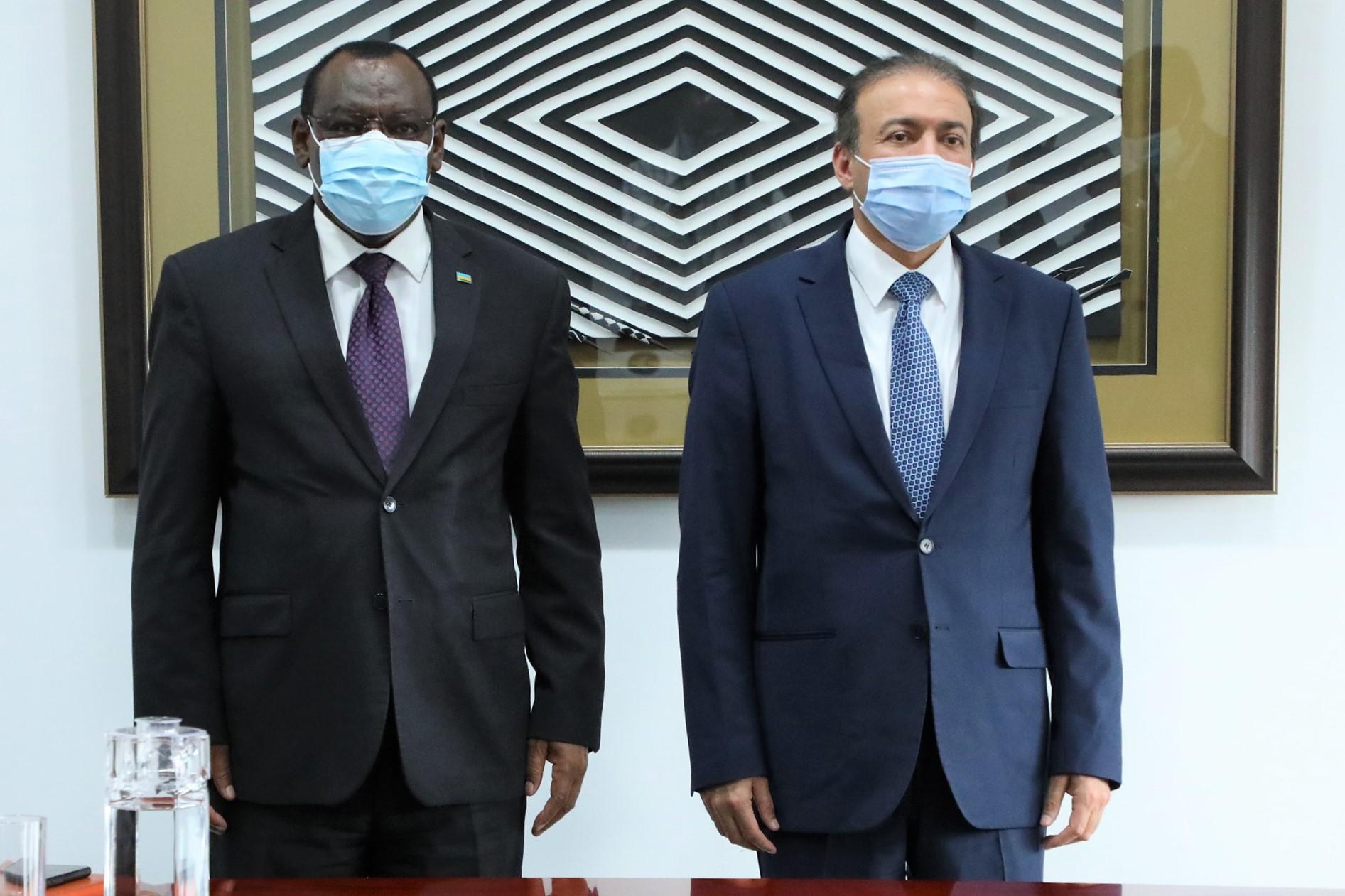 وزير البنية التحتية الرواندي يجتمع مع سفير دولة قطر