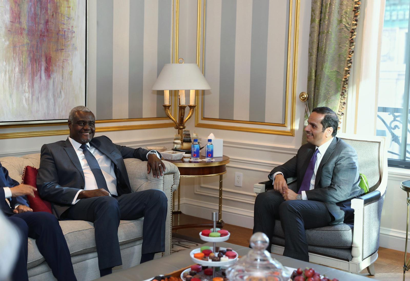 نائب رئيس مجلس الوزراء وزير الخارجية يجتمع مع رئيس مفوضية الاتحاد الإفريقي