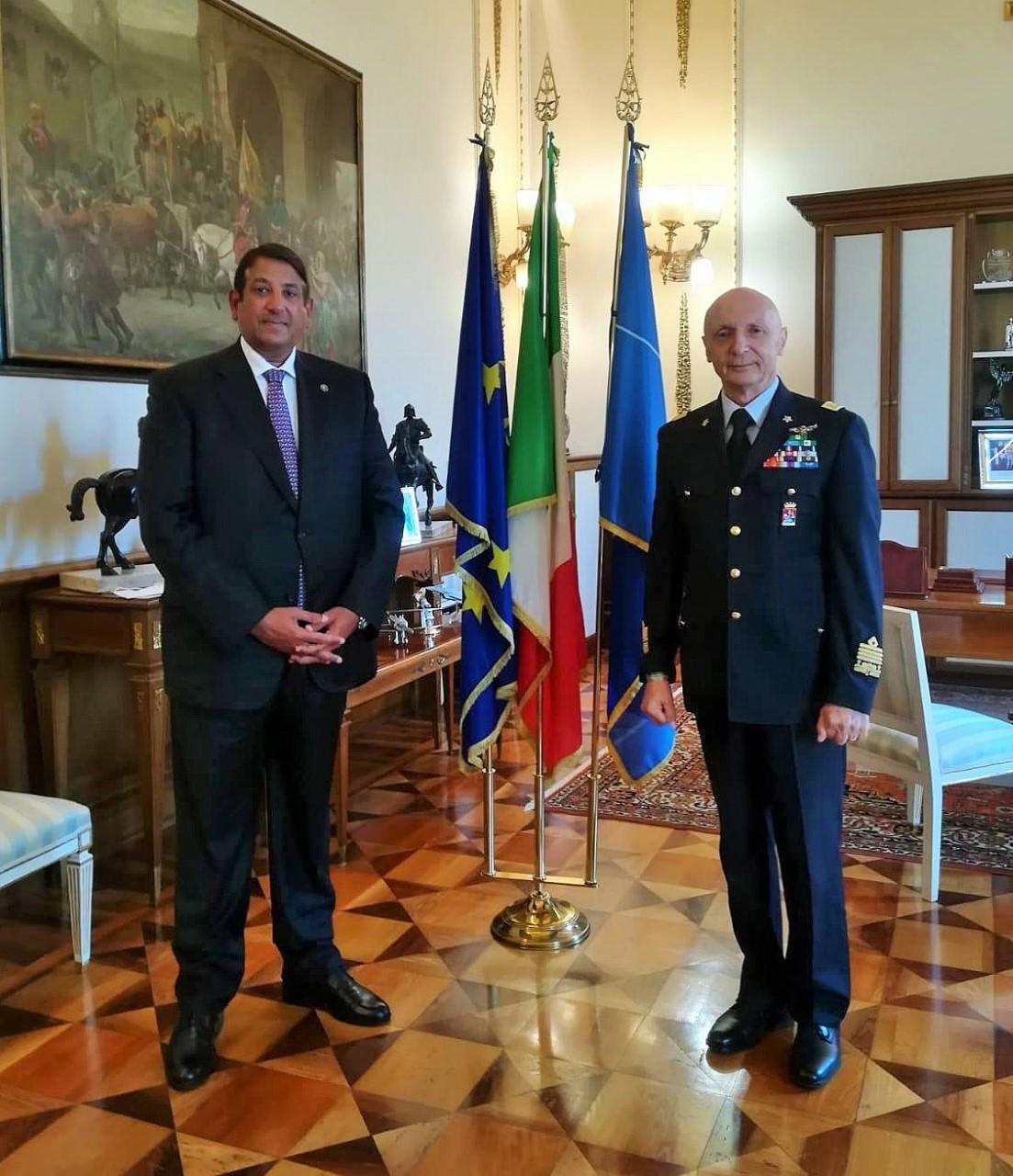 رئيس أركان الدفاع الإيطالي يجتمع مع سفير دولة قطر