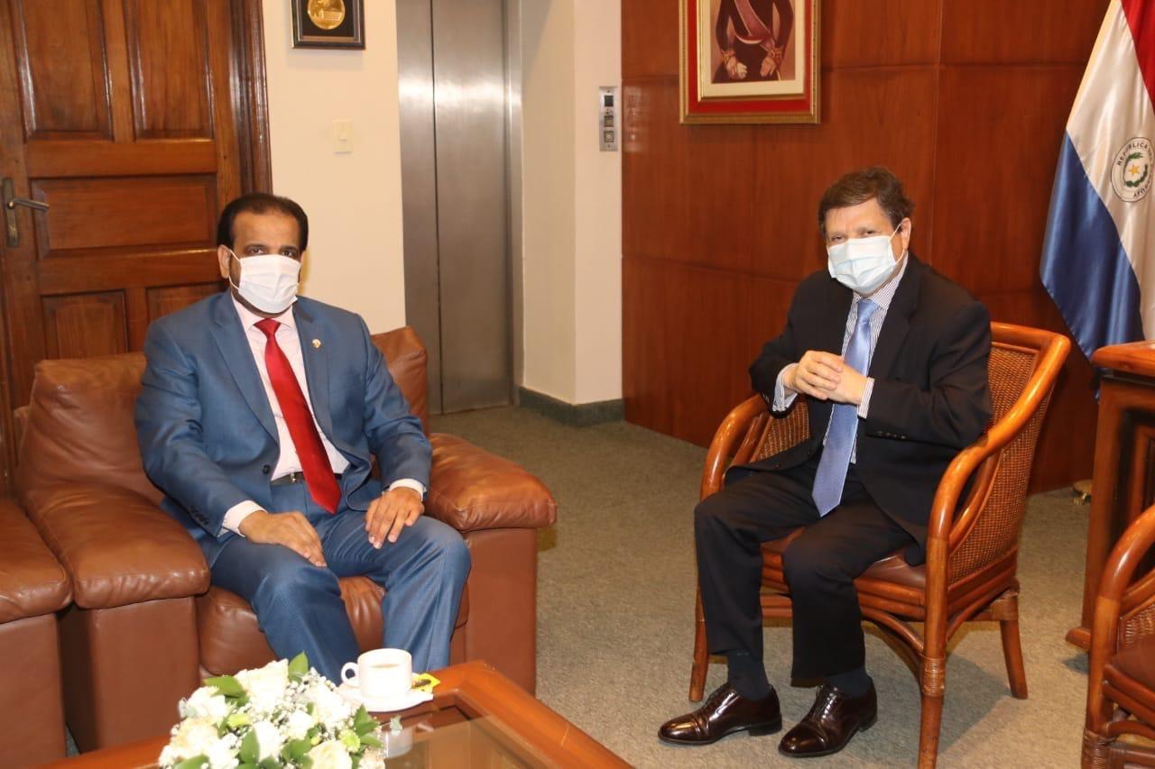 وزير الداخلية في الباراغواي يجتمع مع القائم بالأعمال القطري