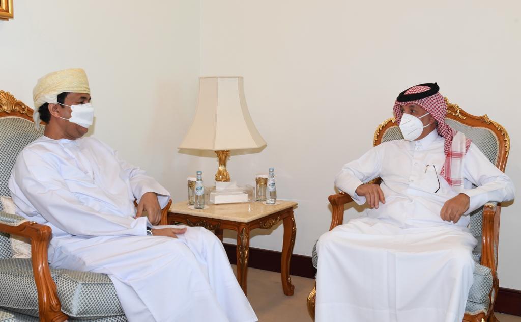 وزير الدولة للشؤون الخارجية يجتمع مع سفير سلطنة عمان