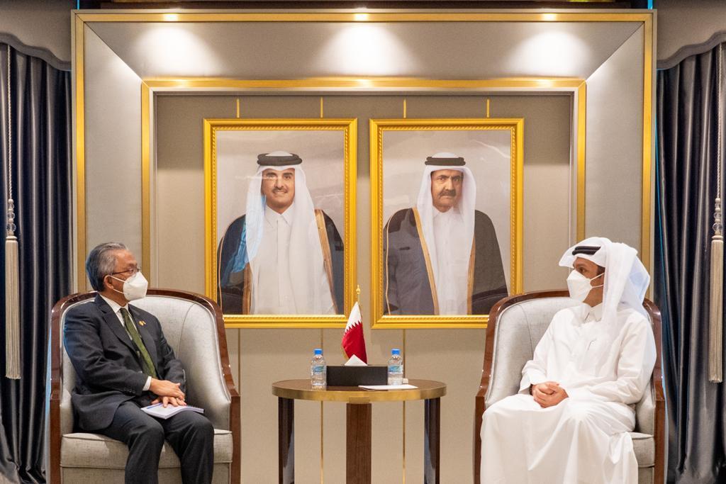نائب رئيس مجلس الوزراء وزير الخارجية يجتمع مع نائب وزير خارجية ماليزيا