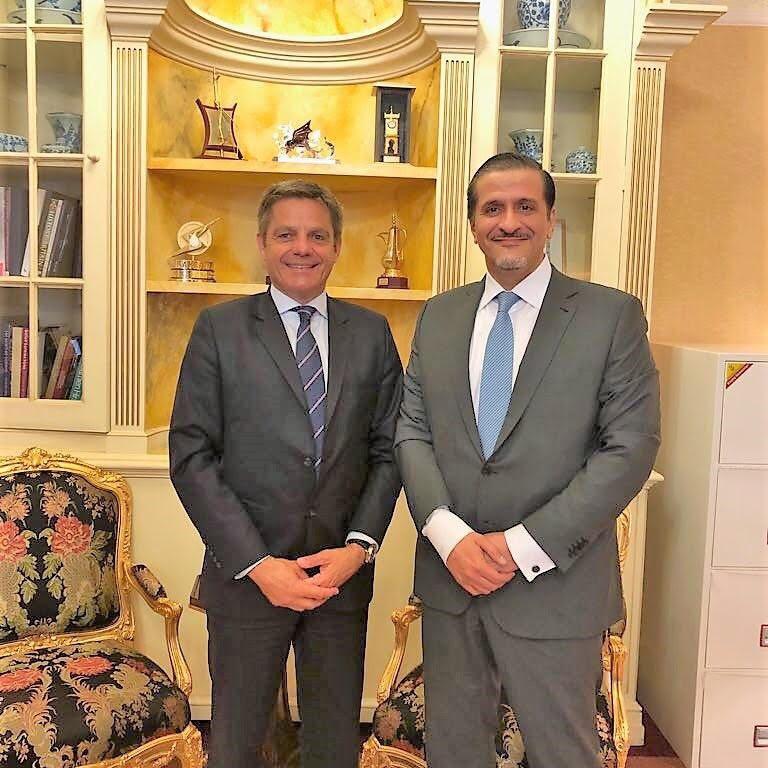 المفوض التجاري الخاص لملكة بريطانيا يجتمع مع سفير قطر