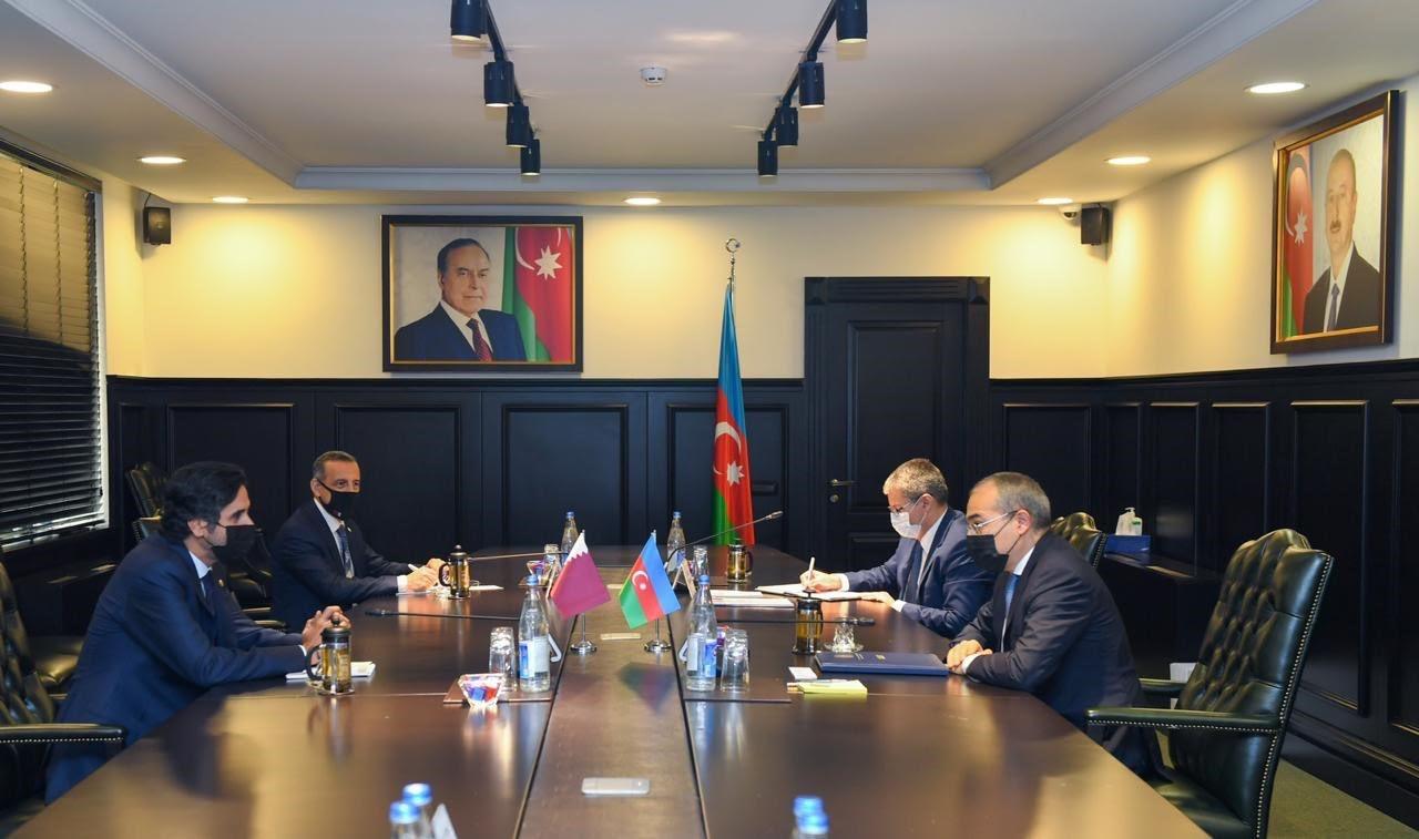 وزير الاقتصاد في أذربيجان يجتمع مع سفير دولة قطر