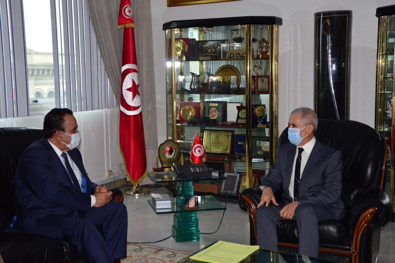 وزير الدفاع التونسي يجتمع مع سفير دولة قطر