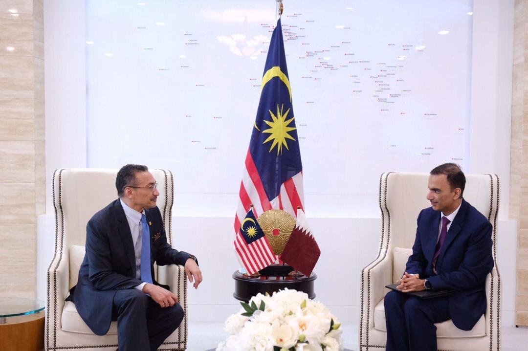 وزير خارجية ماليزيا يجتمع مع سفير دولة قطر