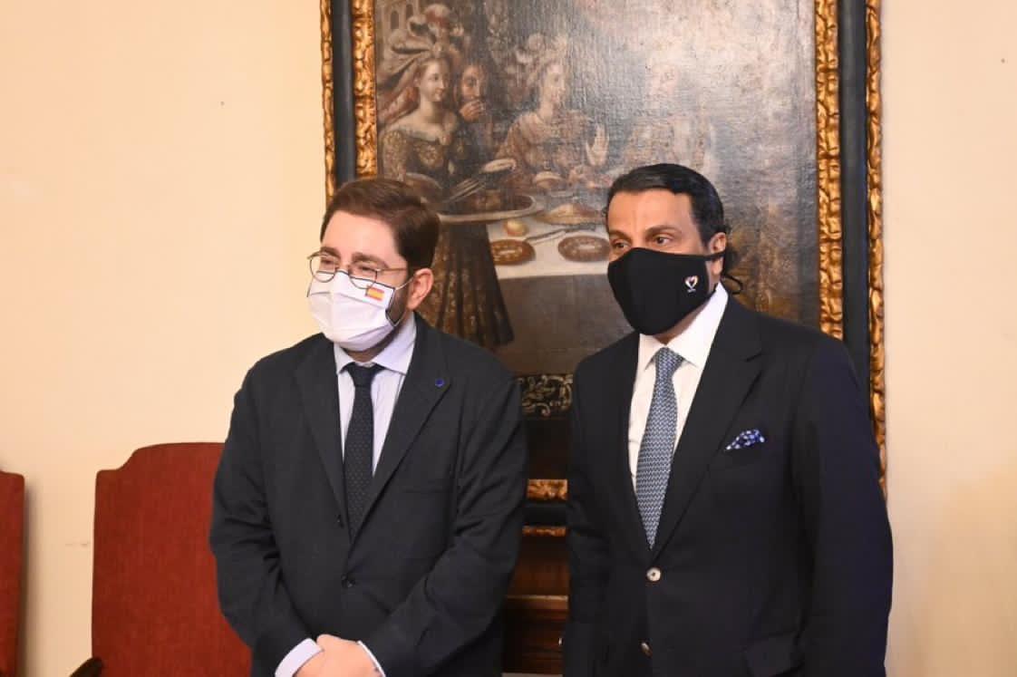 وزير الدولة لشؤون إسبانيا العالمية يجتمع مع سفير دولة قطر