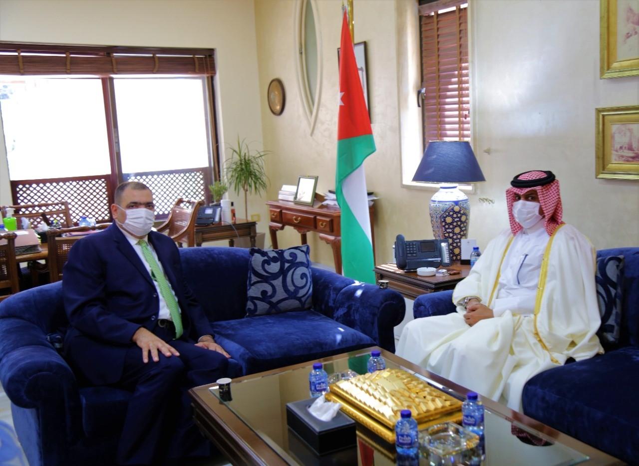 وزير الدولة لشؤون رئاسة الوزراء الأردني يجتمع مع سفير دولة قطر