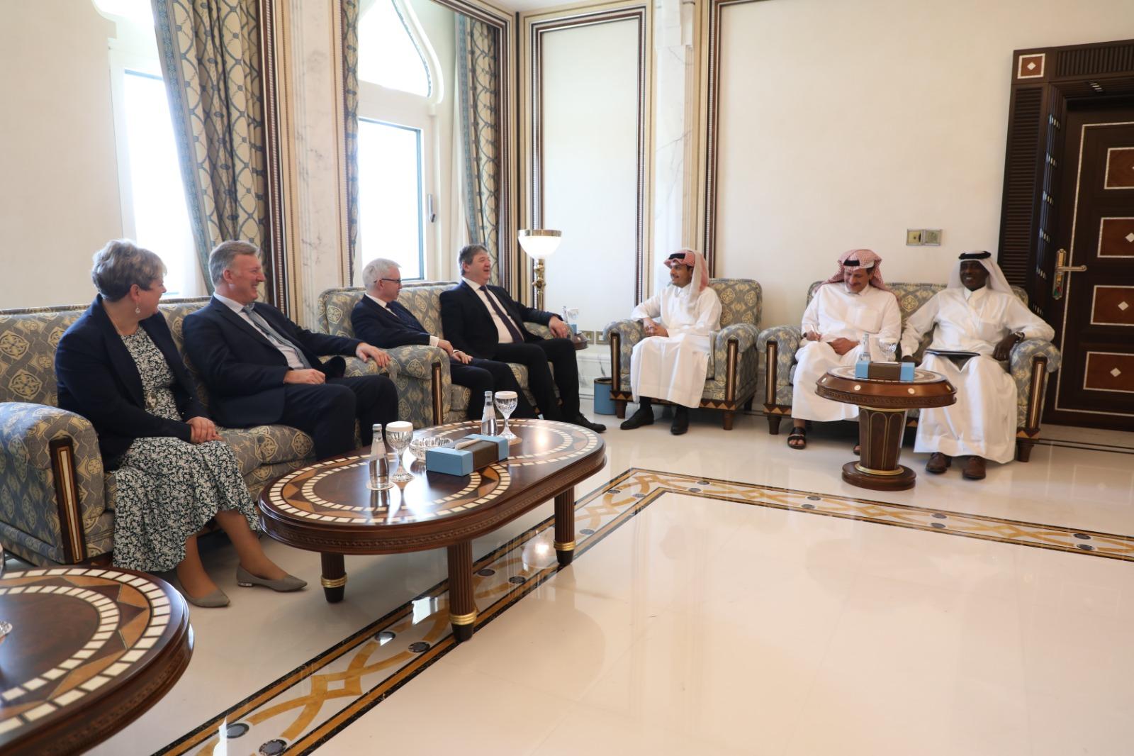 نائب رئيس مجلس الوزراء وزير الخارجية يجتمع مع وفدين من البرلمان البريطاني وكبار موظفي الكونغرس الأمريكي
