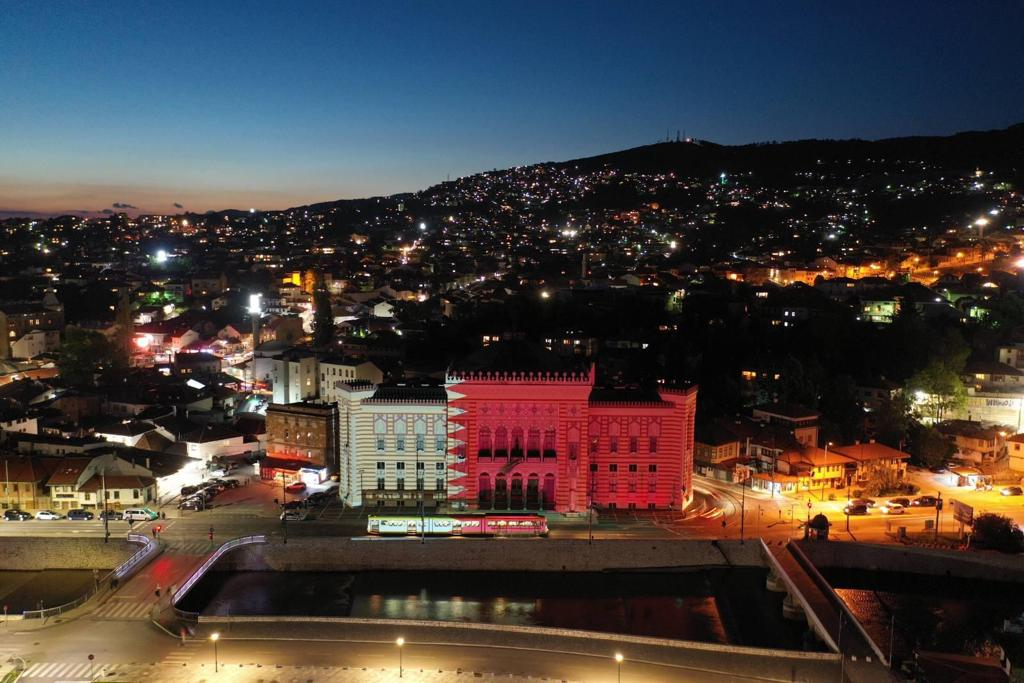 Bosnia and Herzegovina Sashes Sarajevo Municipality Building with Qatar Flag in Recognition of Its Medical Assistance