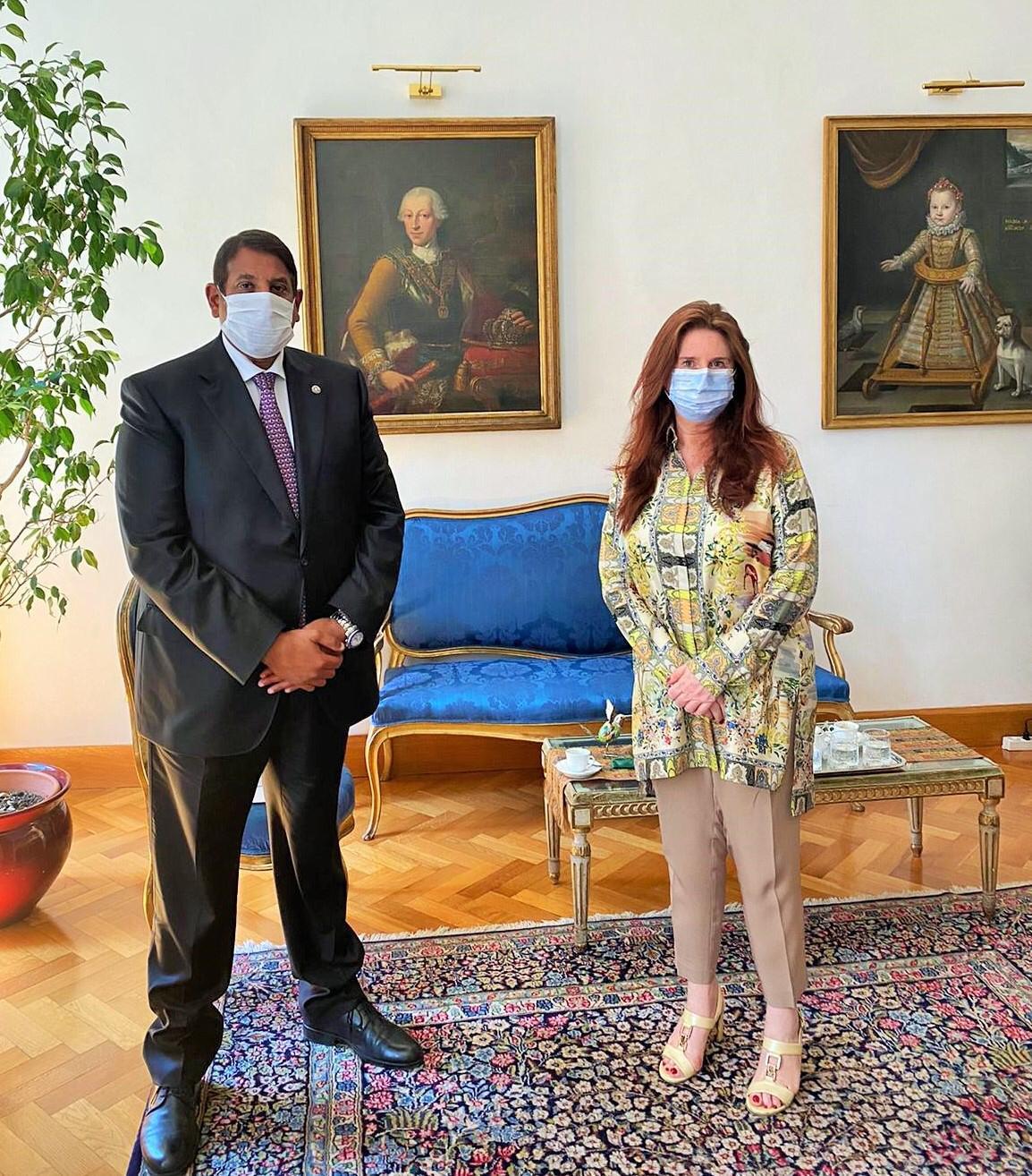 المستشارة الدبلوماسية للرئيس الإيطالي تجتمع مع سفير دولة قطر