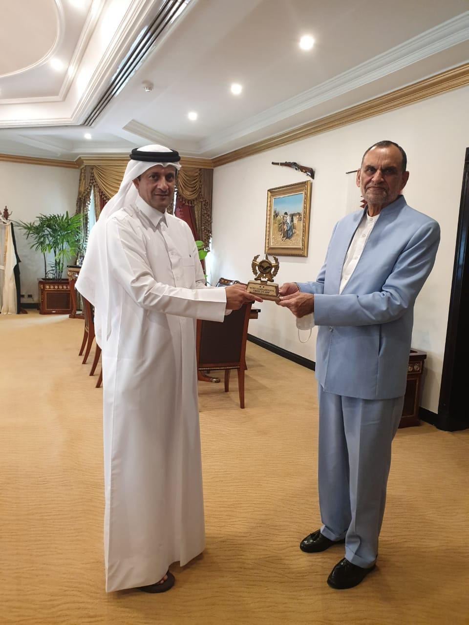 الوزير الفيدرالي لمكافحة المخدرات في باكستان يجتمع مع سفير قطر