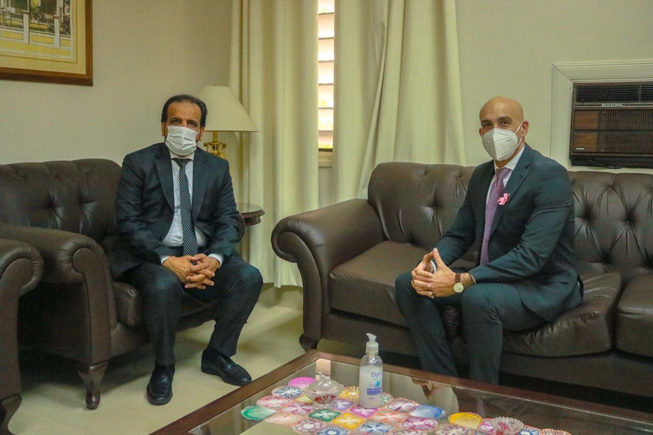 وزير الصحة العامة في الباراغواي يجتمع مع القائم بالأعمال القطري