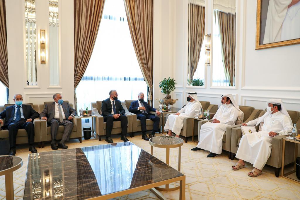 نائب رئيس مجلس الوزراء وزير الخارجية يجتمع مع وزيري الخارجية والداخلية الليبيين