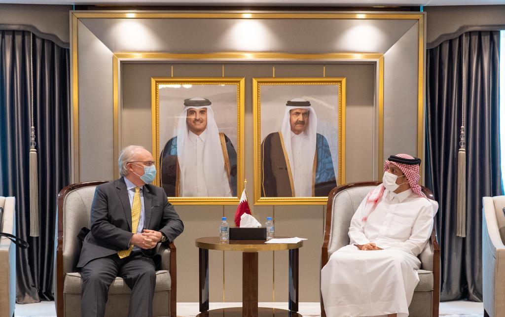 نائب رئيس مجلس الوزراء وزير الخارجية يجتمع مع المبعوث الأمريكي الخاص إلى اليمن