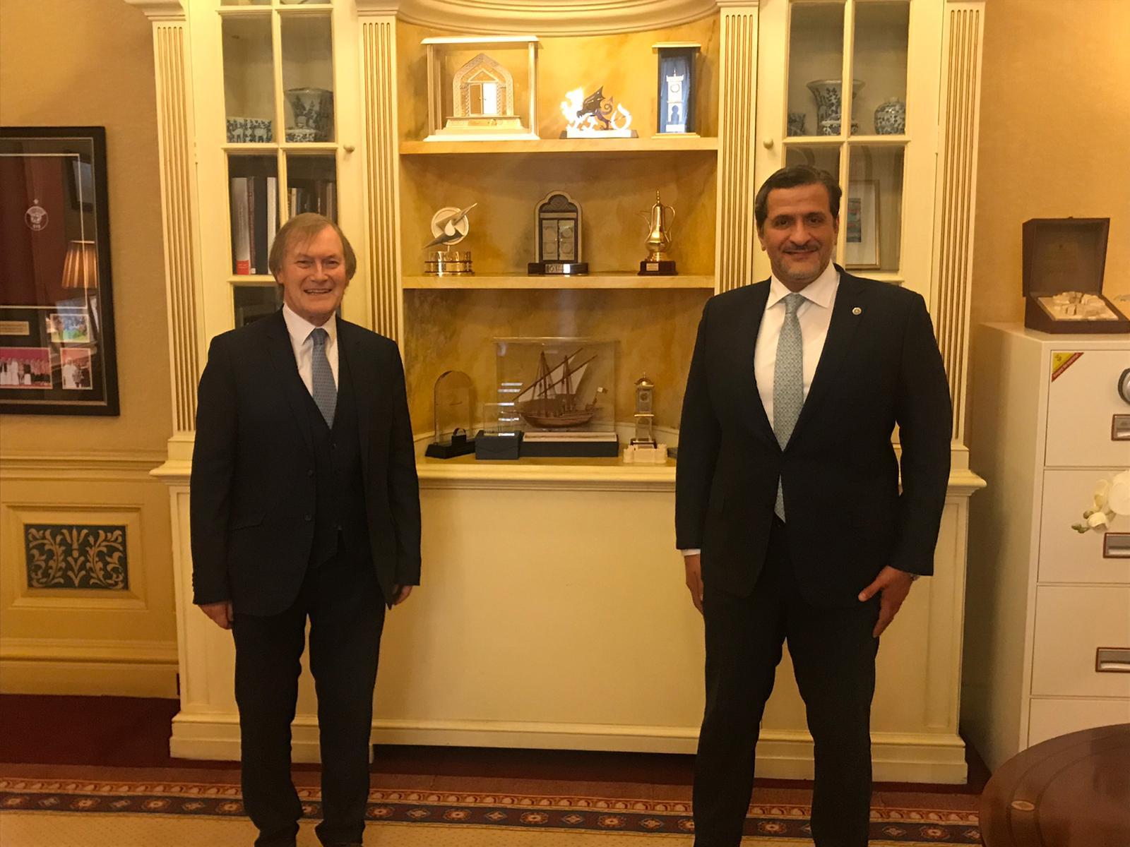 سفير قطر لدى بريطانيا يجتمع مع رئيس المجموعة البرلمانية المشتركة بين الأحزاب المعنية بدولة قطر