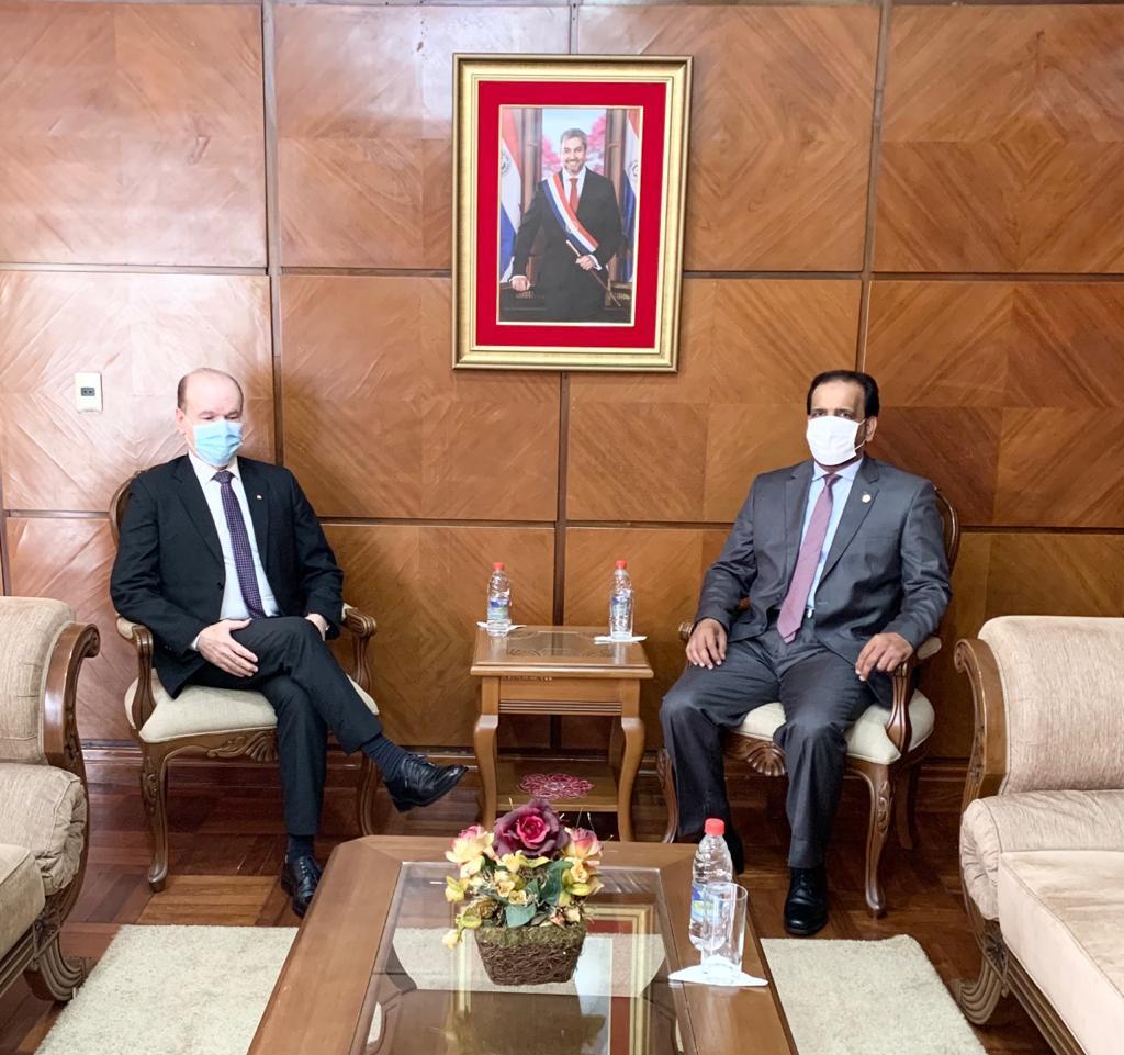 وزير الدفاع في الباراغواي يجتمع مع القائم بالأعمال القطري