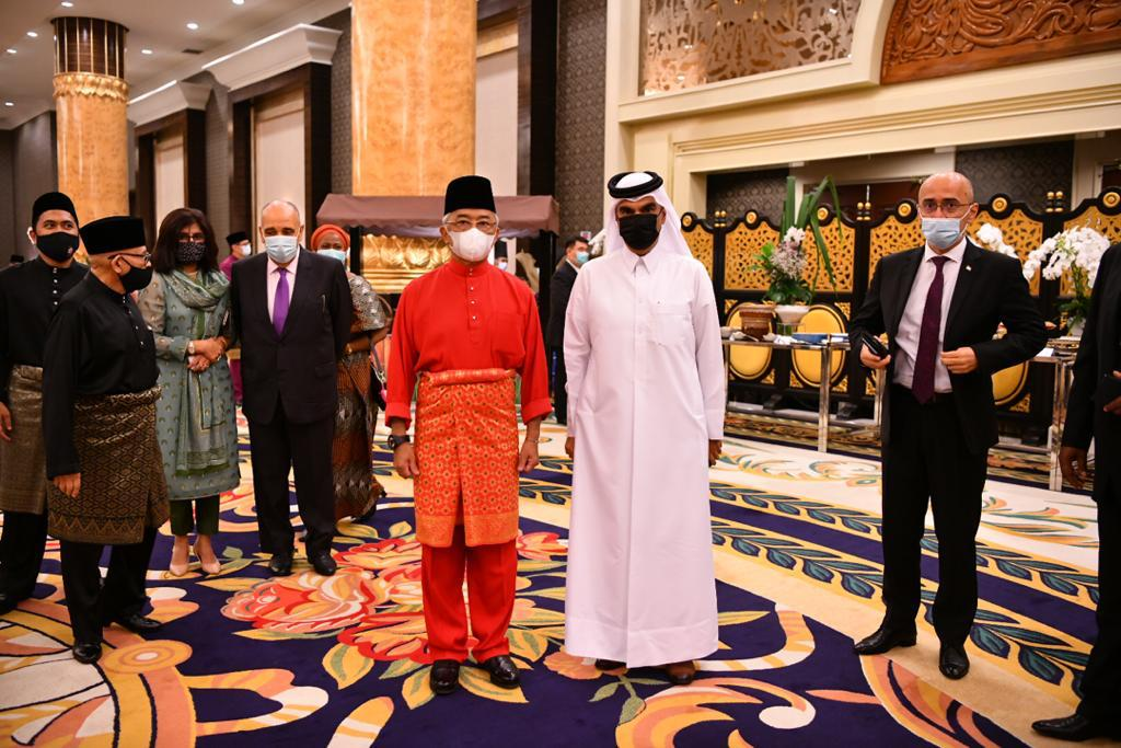 ملك ماليزيا يستقبل سفير دولة قطر