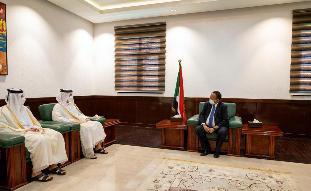 رئيس الوزراء السوداني يجتمع مع نائب رئيس مجلس الوزراء وزير الخارجية