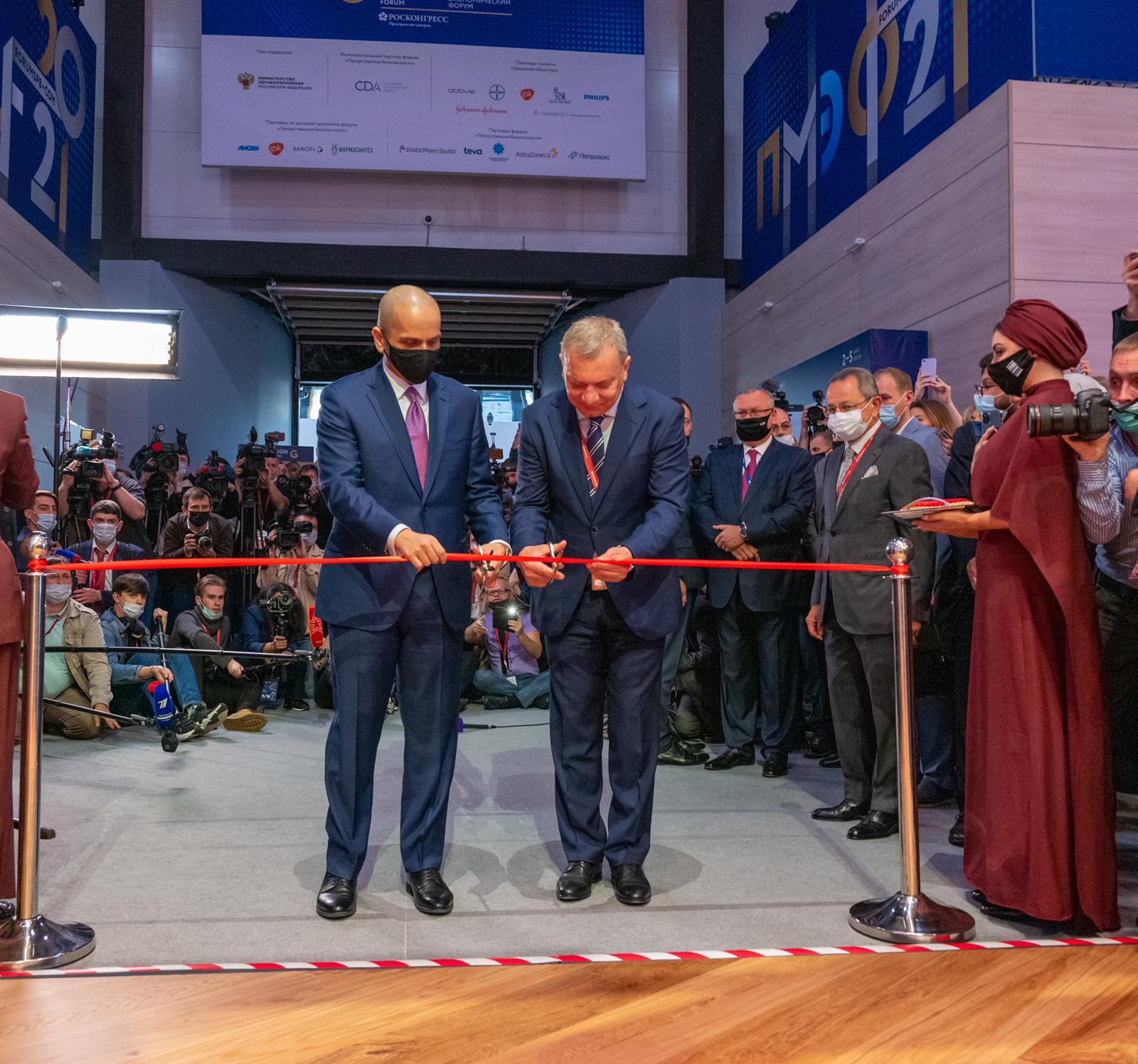 نائب رئيس مجلس الوزراء وزير الخارجية يفتتح جناح دولة قطر في النسخة الـ24 لمنتدى سانت بطرسبورغ الاقتصادي الدولي