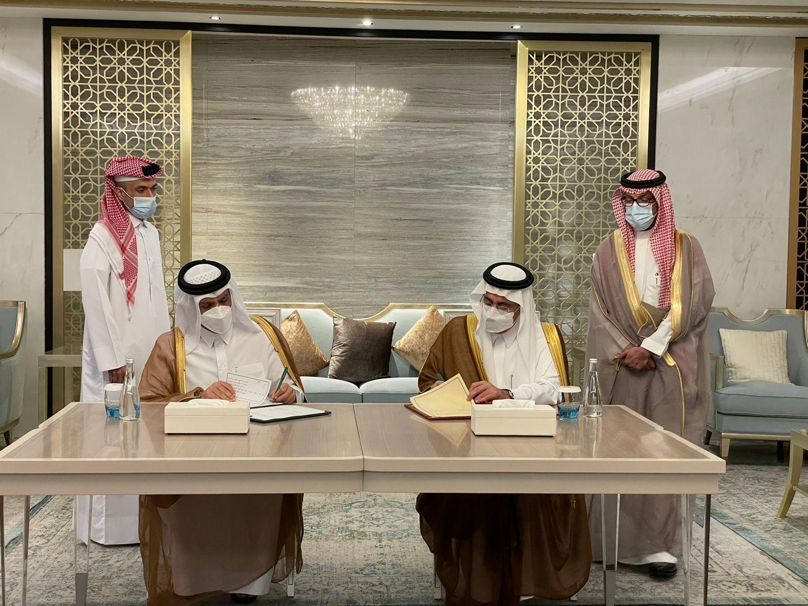 نائب رئيس مجلس الوزراء وزير الخارجية يجتمع مع وزير الدولة عضو مجلس الوزراء وزير الخارجية بالإنابة في السعودية