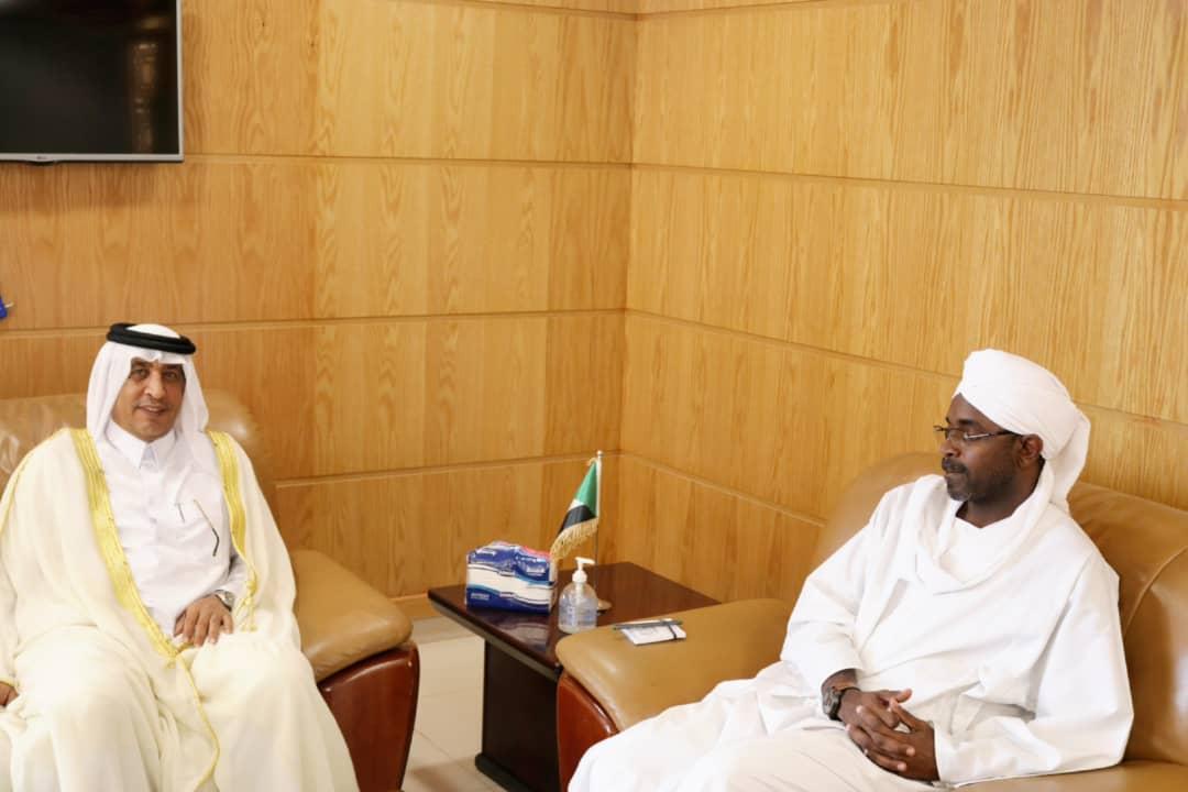 وزير الشؤون الدينية والأوقاف السوداني يجتمع مع سفير دولة قطر