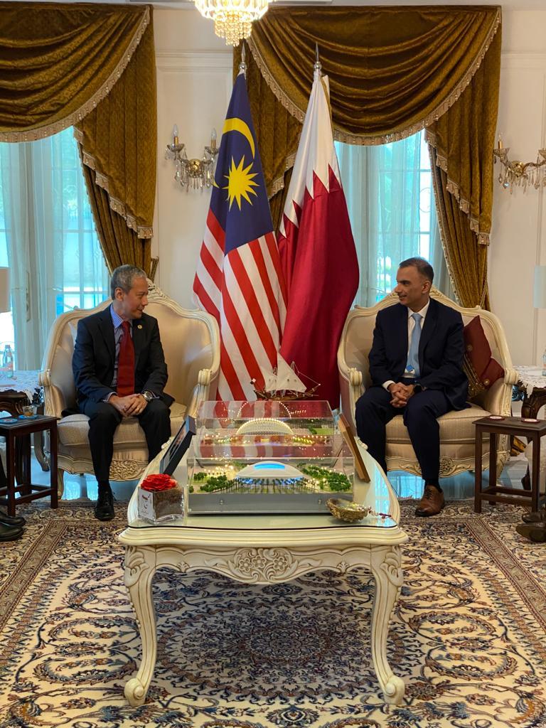 رئيس مجلس النواب بالبرلمان الماليزي يجتمع مع سفير دولة قطر