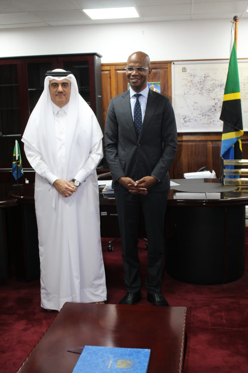 وزير الطاقة التنزاني يجتمع مع سفير قطر