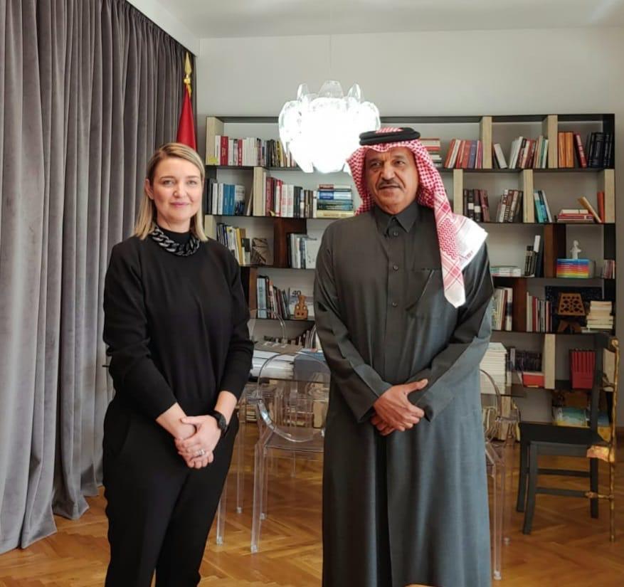 وزيرة الثقافة بجمهورية ألبانيا تجتمع مع سفير دولة قطر
