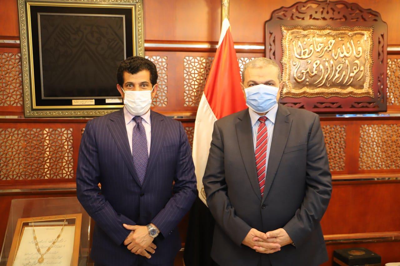 وزير القوى العاملة المصري يجتمع مع سفير دولة قطر