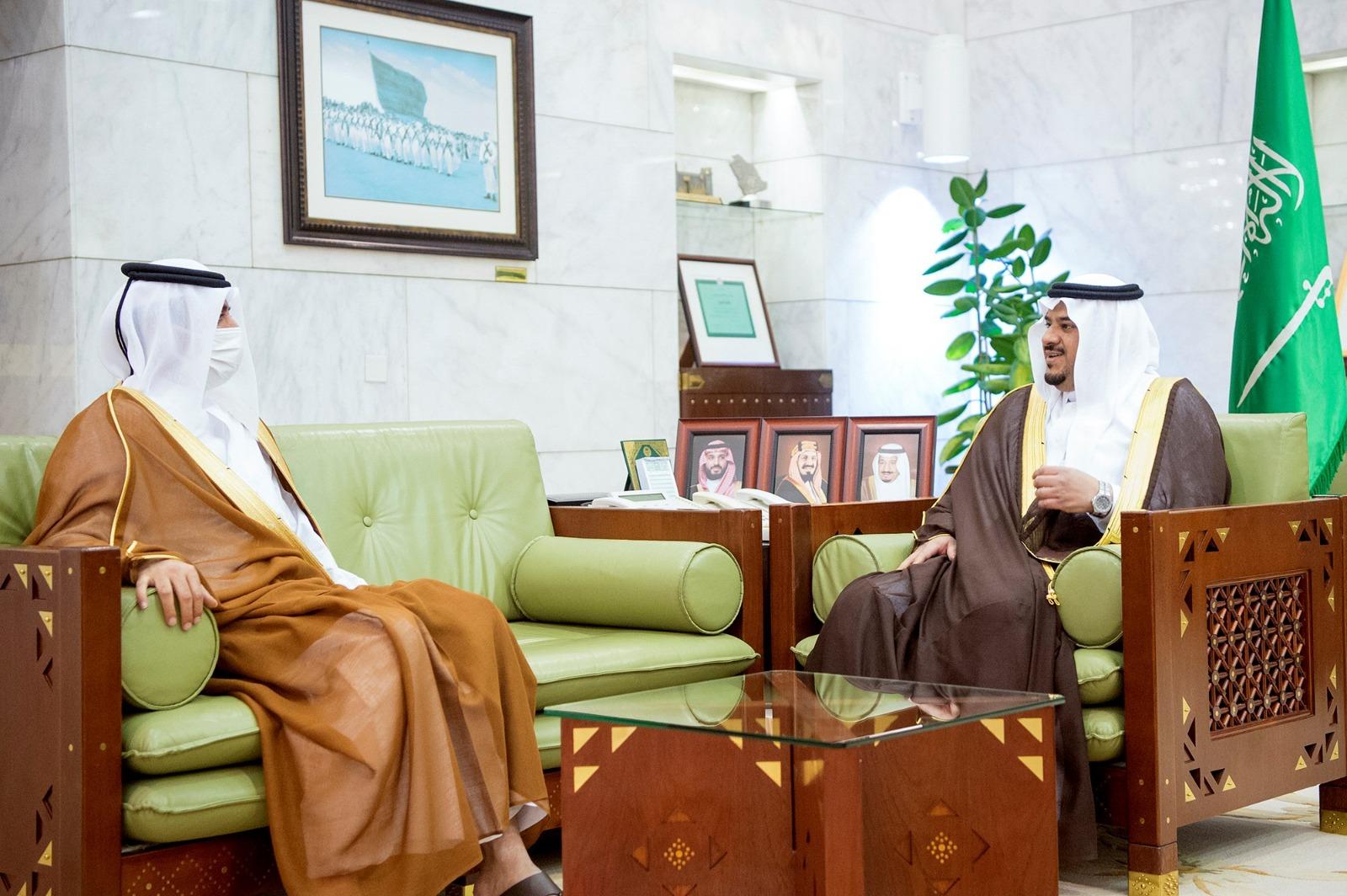 أمير منطقة الرياض بالنيابة يجتمع مع سفير دولة قطر
