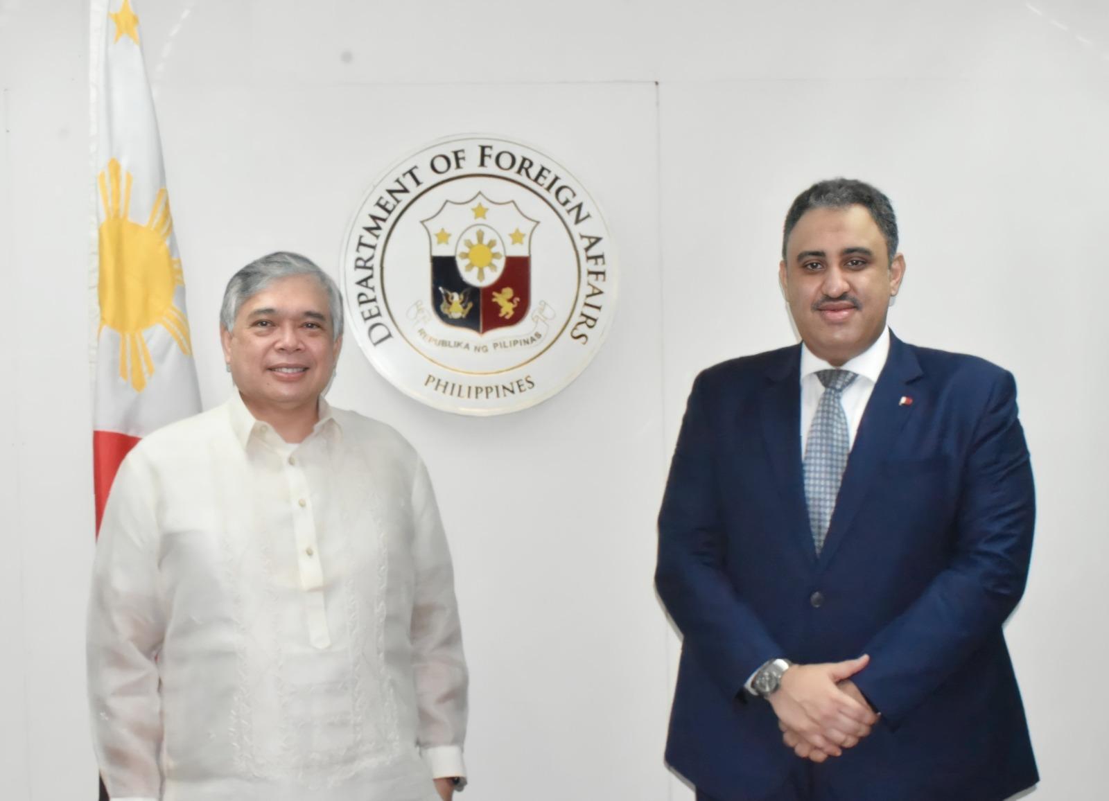 مساعد وزير الشؤون الخارجية الفلبيني يجتمع مع سفير قطر