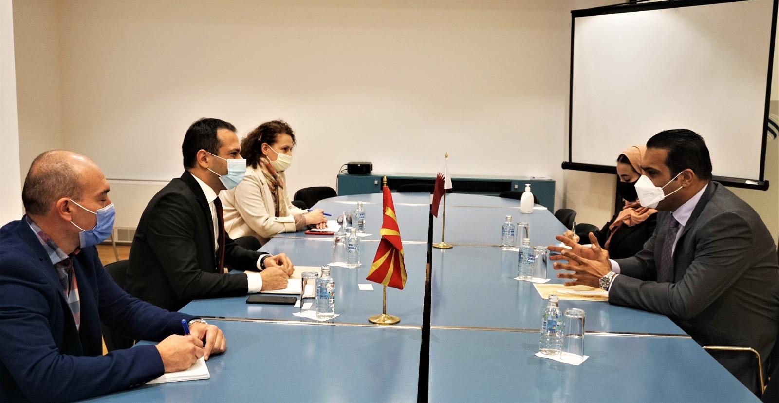 وزير النقل والاتصالات في جمهورية مقدونيا الشمالية يجتمع مع القائم بالإعمال القطري
