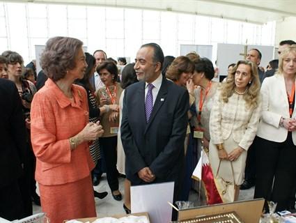 الملكة صوفيا تزور ستاند قطر بالسوق الخيري للدبلوماسيين بمدريد