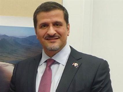 سفير قطر في لندن يلتقي المارشال هاريسون