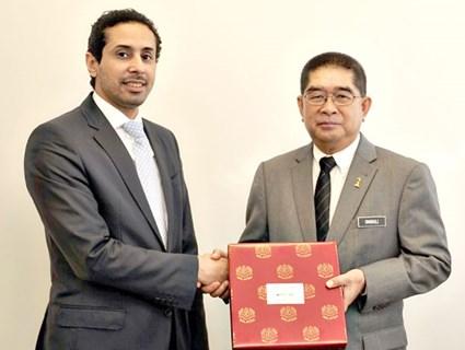 Malaysian Minister of Energy and Technology Meets Qatari Ambassador
